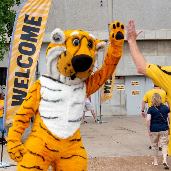 Truman gives a high five on move-in day
